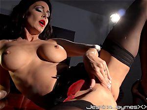 crazy dark-haired Jessica Jaymes frigs her tastey puss pie in her office