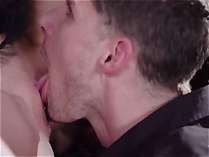 PINUP hook-up - cute Czech towheaded luvs sensuous smash