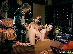 3 with Romi Rain and Ayda Swinger queen of thrones