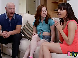 Ginger sitter has red-hot 3 way with idolizing mummy