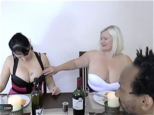 AGEDLOVE granny plump Lacey Starr met her buddies