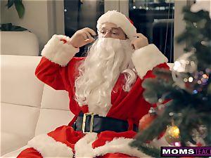Santa's crazy Helpers In Christmas three-way S9:E7