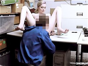 Lexi Lore blows off draped security guard for freedom