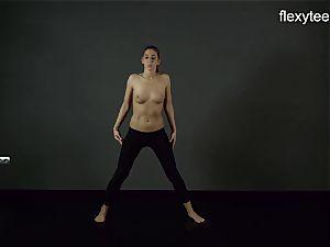 FlexyTeens - Zina displays flexible bare assets