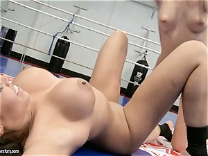 Blue Angel fumble a steamy tramp raw cunny with her tongue