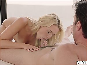Mia Malkova seducing her super-steamy renter