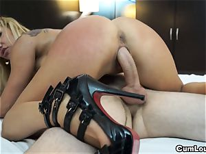 kinky towheaded pumps her mature cunt